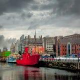 Pano rojo del remolcador en Liverpool Inglaterra Fotos de archivo