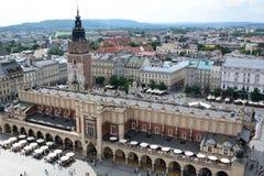 Pano Salão e o mercado principal Vista da torre da basílica do ` s de St Mary krakow poland imagem de stock