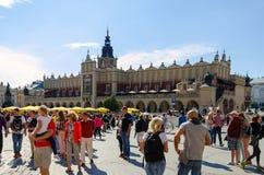 Pano Salão (Sukiennice) em Cracow, Polônia foto de stock royalty free