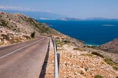 Panoamic Viewpoint och gata på långt till Stara Baska Arkivfoto