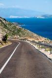 Panoamic Viewpoint och gata på långt till Stara Baska - Krk - Croa Arkivfoton