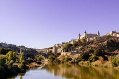 Panorámico de Toledo, con el cielo azul La Mancha de Castilla españa Fotos de archivo