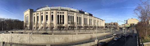 Panorámico de Yankee Stadium durante el día Fotos de archivo libres de regalías