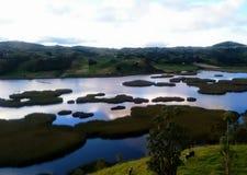 Panorámico del río colombiano azul del paisaje hermoso entre las montañas Fotos de archivo libres de regalías