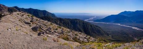 Panorâmico da parte superior do vulcão no patagonia, o Chile de Chaiten d fotos de stock