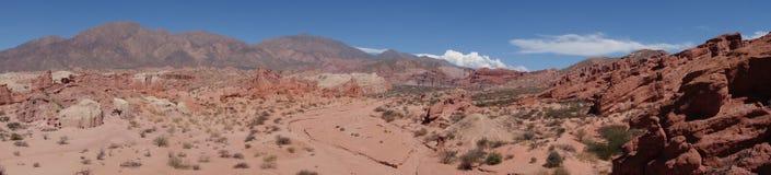 panorâmico da ravina dos colorados/escudos do Los - cafayate, Argentina foto de stock