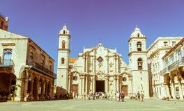 Panorâmico de Plaza de la Catedral em Havana velho com o baroqu Foto de Stock