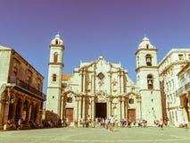 Panorâmico de Plaza de la Catedral em Havana velho com o baroqu Fotos de Stock Royalty Free