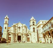 Panorâmico de Plaza de la Catedral em Havana velho com o baroqu Imagens de Stock
