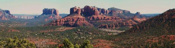 Panorâmico de rochas do vermelho de Sedona imagens de stock