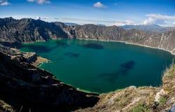 Panorâmico do lago do vulcão de Quilotoa, Equador foto de stock