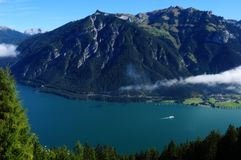 Panorâmico vie de Achensee, estação do teleférico de Karwendel, Áustria foto de stock royalty free