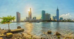 Panoram Sunrays drapaczy chmur boczna rzeka Zdjęcie Royalty Free