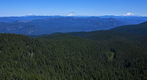 Panorama étonnant de trois crêtes de cascade Photographie stock libre de droits