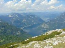 Panorama över Hallstatt i fjällängarna, Österrike Arkivfoto