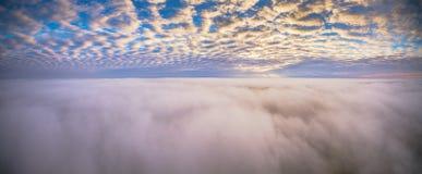 Panorama über Nebel Stockbild