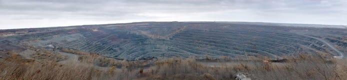 Panorama łup dla ekstrakci ruda żelaza zdjęcie stock