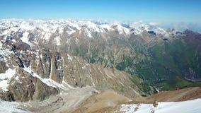 Panorama śnieżne góry i niebieskie niebo Strzelać z trutniem zbiory