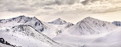 Panorama śnieżne góry Kazachstan Obrazy Stock