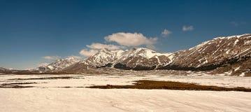 Panorama śnieżne góry, zima Zdjęcia Royalty Free