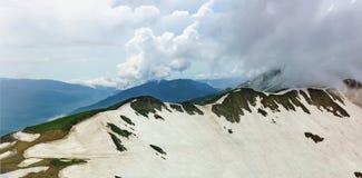 Panorama śnieżysta Aibga grań w chmurnym letnim dniu Obraz Stock