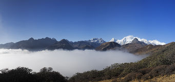 Panorama 2 de lever de soleil de montagne du Sikkim Photos stock