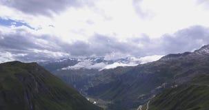 Panorama aéreo bonito dos cumes suíços video estoque