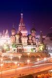 Panorama aéreo da noite da catedral de Moscou do da manjericão de Saint abençoado Imagem de Stock Royalty Free