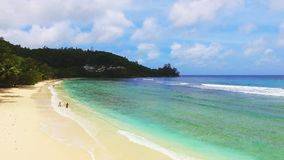 Panorama aéreo de Baie Lazare Beach, Mahe Island, Seychelles almacen de metraje de vídeo