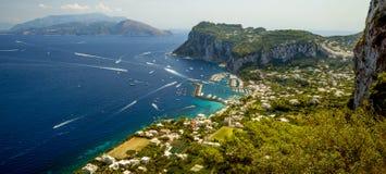 Panorama aéreo de Capri, Italia Foto de archivo libre de regalías