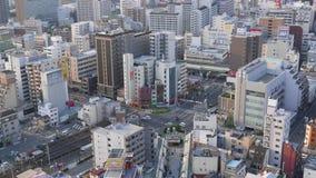 Panorama aéreo de la ciudad, conjunción ocupada del camino del top, Osaka, Japón almacen de metraje de vídeo