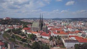 Panorama aéreo de la ciudad vieja de Brno almacen de metraje de vídeo