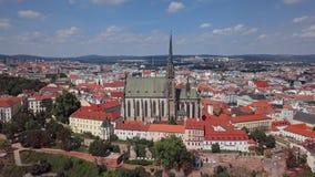 Panorama aéreo de la ciudad vieja de Brno metrajes