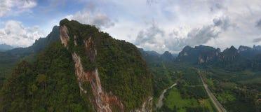 Panorama aéreo de montañas en Tailandia Foto de archivo