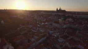 Panorama aéreo de Praga en la salida del sol, República Checa metrajes