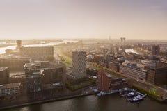 Panorama aéreo de Rotterdam en la puesta del sol Foto de archivo libre de regalías