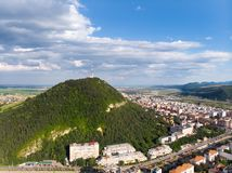 Panorama aéreo de uma cidade da montanha foto de stock royalty free