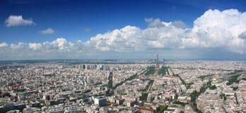 Panorama aéreo del cloudscape de París Imagen de archivo libre de regalías