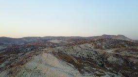 Panorama aéreo hermoso de las montañas almacen de metraje de vídeo