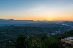 Panorama aéreo nevoento de Kandy fotografia de stock royalty free