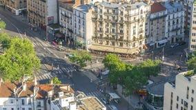 Panorama aéreo sobre tejados de las casas en un timelapse de París almacen de metraje de vídeo