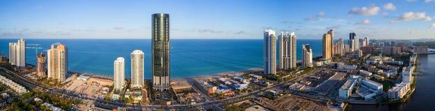 Panorama aéreo Sunny Isles Beach e Oceano Atlântico Fotografia de Stock