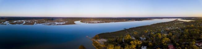 Panorama aérien de la communauté côtière Images stock