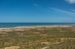 Panorama aan golven op de kustlijn van de Atlantische Oceaan in Marokko royalty-vrije stock foto's