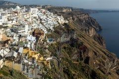 Panorama aan stad van Fira, Santorini-eiland, Thira, Griekenland Stock Afbeeldingen