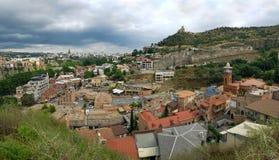 Panorama Abanotubani okręg w Starym miasteczku Tbilisi z jawnymi termicznymi siarkowymi skąpaniami, Tbilisi, Gruzja obrazy royalty free