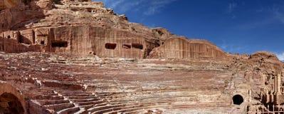 Panorama ad alta definizione dall'anfiteatro di Nabataean nella città della roccia e nella necropoli di PETRA Fotografia Stock