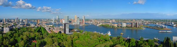 Panorama aereo della città di Rotterdam e del ponte di ERASMUS Fotografia Stock