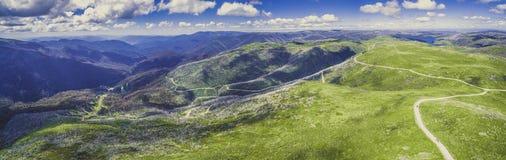 Panorama aereo di belle alpi australiane in Victoria, Australia Fotografia Stock