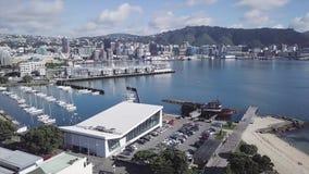 Panorama aereo 4k di Wellington Harbor And Oriental Bay stock footage